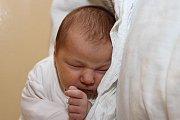 Velešínští partneři Kateřina Dirbáková a Jan Sládek přivedli 19. května 2015 v7:40 na svět 51 centimetrů měřící a 3980 gramů vážící Kateřinu Sládkovou. U porodu holčičky, která už má téměř šestiletého bráchu Jana, otec nemohl chybět.