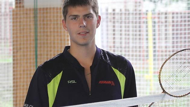 Jaromír Janáček sehrál na estonském šampionátu dobrý třísetový zápas v kvalifikaci dvouhry, v hlavní soutěži smíšené čtyřhry s Tomalovou zaknihoval jednu výhru.