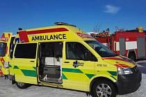 Vrtulník transportoval muže do krajské nemocnice s podezřením na infarkt.