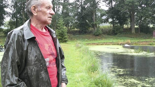 Jaroslav Vaněček na sádkách českokrumlovských sportovních rybářů.