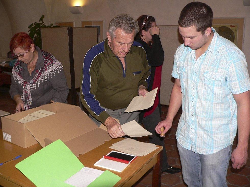 Příprava na volby v českokrumlovském volebním okrsku č. 8 skončila.skončila