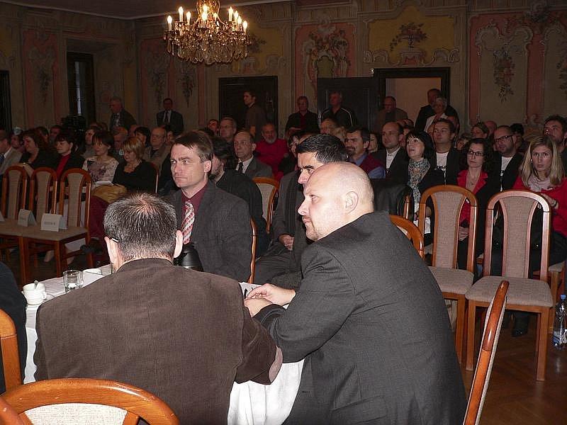 Zájemci o volbu starosty, jeho zástupce a radních zcela zaplnili Prokyšův sál.