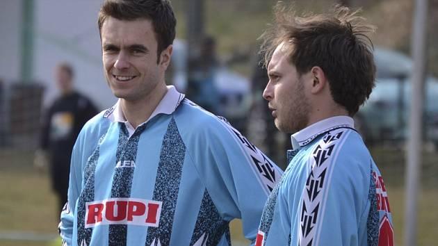 Důvod k úsměvu měli po duelu o šest bodů s Borovanami novic v barvách Nové Vsi  Jiří Brych (vlevo) s Jiřím Vejvodou, byť ten nedal desítku.
