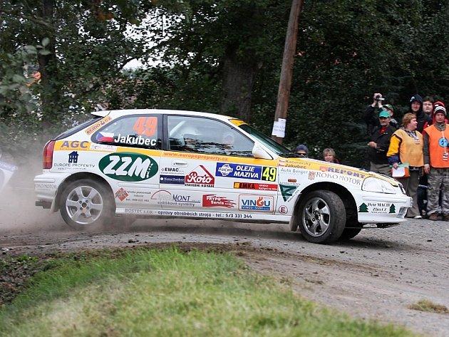 První společný start si Jan Jakubec s Pavlem Kacerovským (na snímku z Rally Příbram 2008) odbyli loni právě na Valašce. Na předposlední vložce ale spadli s autem do lesa a museli odstoupit. Jak se při společném návratu na Valašsko povede letos?