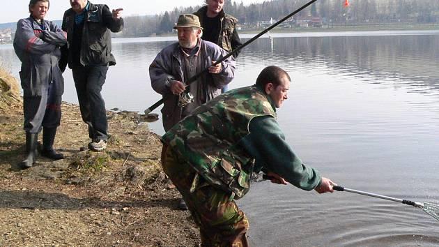 Během kontroly rybářské stráže přišel záběr.