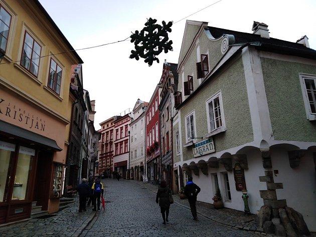 Adventní výzdoba na Latránu vČeském Krumlově.