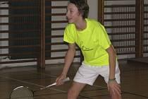 Ziskem dvou zlatých a jedné bronzové medaile se čtrnáctiletý křemežský mladíček Petr Beran (na snímku z domácích kurtů) stal nejúspěšnějším hráčem české juniorské reprezentace na prestižním mezinárodním turnaji ve švýcarském Solothurnu.