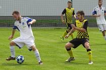 Oblastní I.B třída (skupina A) – 23. kolo: TJ Slavoj Hrdějovice (bílé dresy) – FK Spartak Kaplice 1:5 (0:1).