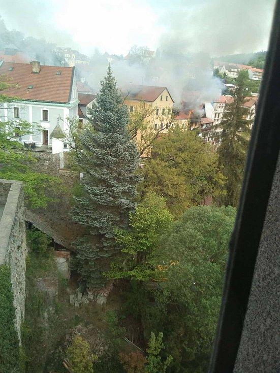 Takto zachytila začátek požáru dvou objektů z hotelu Růže Martina Ostrýžová.