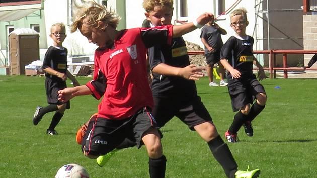 OP mladší přípravky – 3. kolo: FK Spartak Kaplice (černé dresy) – SK Větřní 7:7 (3:3) na penalty 2:0.