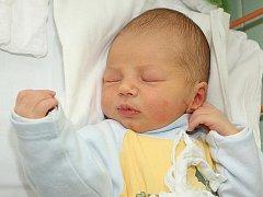 Adéla Irová a Roman Raček z Chvalšin jsou od 20. listopadu 2011 rodiči jejich prvního společného miminka Matyáše Račka, který se narodil ve 13 hodin a 58 minut. Míry chlapečka, na kterého se těšila nevlastní sestra Kateřina (3), byly 51 cm a 3,3 kg.
