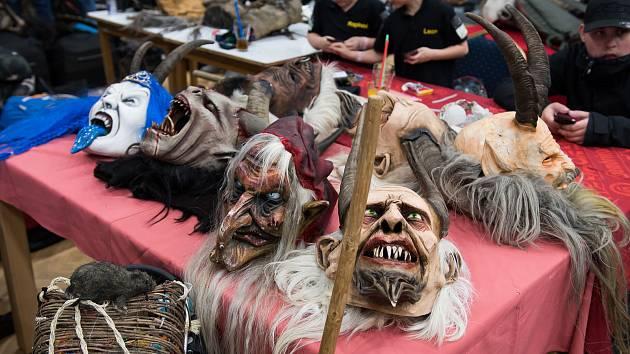 Diváci se během Krampus show v Kaplici náramně bavili.