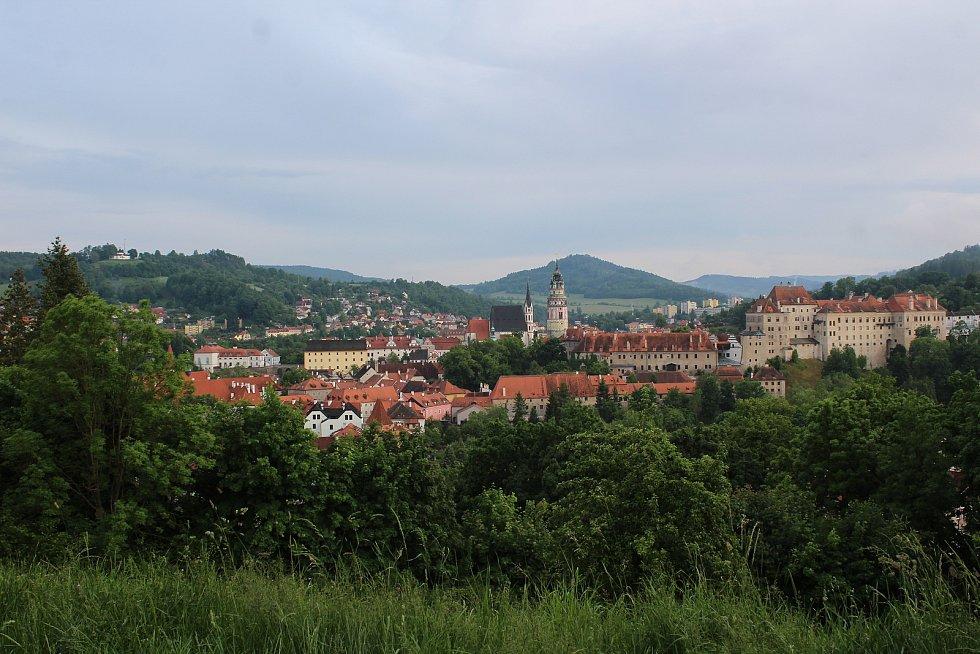 Bývalý exkluzivní hotel Vyšehrad, odkud je úžasný pohled na Český Krumlov, se snad lepších zítřků nedočká.