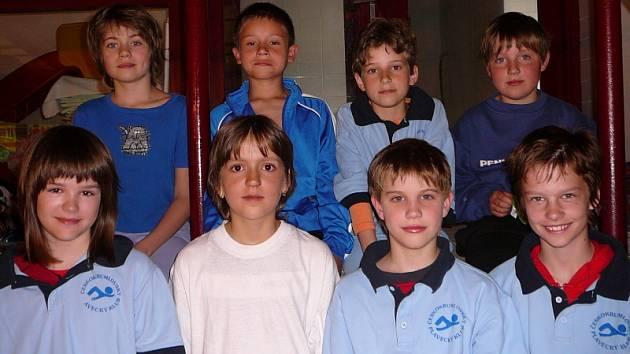 Osmička nejmladších plavců ČKPK se na přeborech v domácím bazénu neztratila a obohatila klubovou sbírku o osm medailí.
