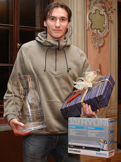 Vítězem dvanáctého ročníku čtenářské ankety o nejpopulárnějšího sportovce okresu se stal kaplický fotbalista Karel Krůček, který obhájil triumf z minulého roku.