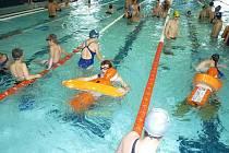Na víkendové mistrovství České republiky ve vodním záchranářském sportu se do Sokolova sjelo přes sto účastníků.