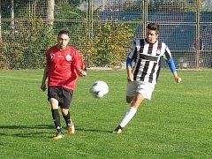 Oblastní I.A třída dorostu – 8. kolo: Spartak Kaplice / Dynamo Vyšší Brod (černobílé dresy) – SK Větřní / Vltavan Loučovice 2:1 (1:0).