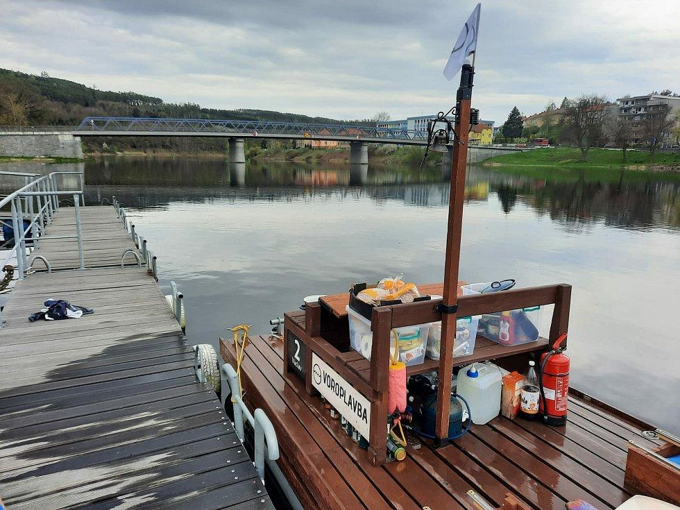 Po stopách vltavských plavců 2021: v Kamýku nad Vltavou.