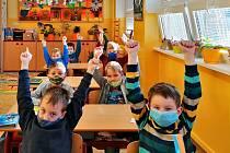 Prvňáci a druháci ze ZŠ Fantova v Kaplici se mohli 18. listopadu vrátit do školy.