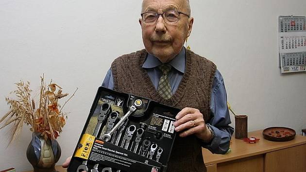 Ve dvanácti kolech podzimní Fortuna ligy nasbíral Karel Podruh 115 bodů a z redakce Českokrumlovského deníku si odnesl první cenu – luxusní sadu nářadí.