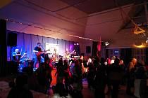 Masopustní povyražení pokračovalo při muzice na sále v kulturním a informačním centru.