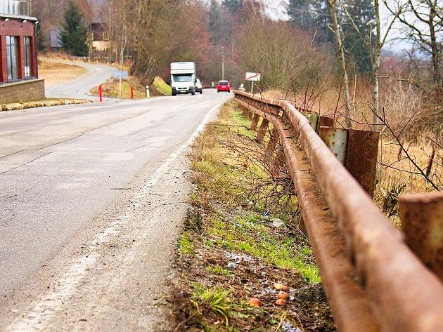 Rekonstrukce silnice z Vyššího Brodu na Studánky by mohla začít na začátku příštího roku, jsou na ní vyvrácená svodidla a v některých místech chybí krajnice.