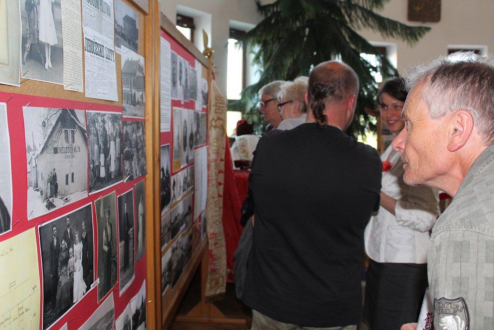 Zahájení výstavy na křemežské radnici.