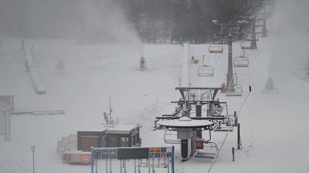 Zasněžování skiareálu na Lipně
