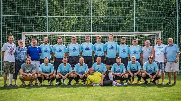 Tým SK Zlatá Koruna, který v mistrovské sezoně 2018/2019 vybojoval v áčkové skupině oblastní I.B třídy historický bronz.