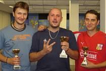 Absolutním triumfem hráčů prvoligového Vltavanu Loučovice skončilo celkové hodnocení registrovaných hráčů, kde suverénně obhájil prvenství Miroslav Pešadík (uprostřed), druhý skončil Josef Sysel mladší (vlevo) a třetí byl Josef Gondek (vpravo).