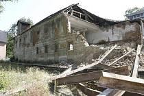Nejcennější z budov bývalé Pachnerovy papírny na Plešivci už neexistuje.
