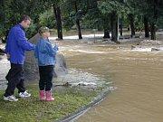 Velká voda se valila kaplickým parkem a pustošila celé Malšské údolí.