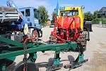 Milan Rytíř oceňuje, jak je v pásovém traktoru Kazachstán vše důkladně promyšlené.