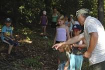 Děti z příměstského tábora Pepíno měly terénní exkurzi na téma les.