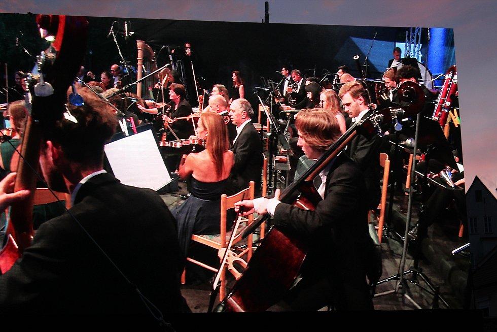 Festivalovou zónu v Českém Krumlově zahájil koncert Wild Symphony v podání Jihočeského symfonického orchestru.