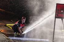 Noční soutěž hasičů ve Frymburku.
