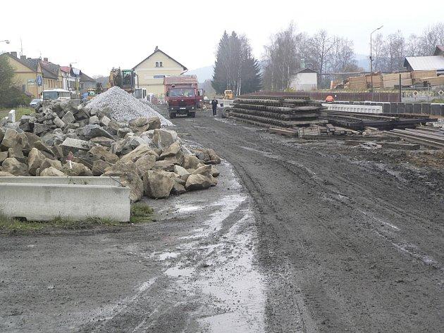 Práce na trati přes českokrumlovský region intenzivně pokračují.
