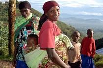 Ve rwandské horské vesničce Mwiko se dětské kočárky nepoužívají.