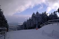 Kabinková a 6sedačková lanovka na Sternsteinu veze první lyžaře na svah.