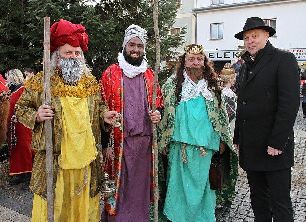 Tři králové předali dary nejen dětem, ale i opravdovému Ježíškovi.