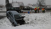 Při čtvrteční nehodě ve Velešíně se zranili tři lidé.