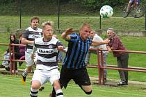 Fotbalisté Kaplice (v černobílém) v rámci Turnaje sedmi týmů doma nestačili na Velešín.