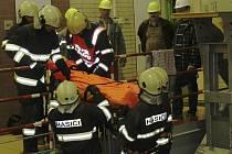 Cvičení hasičů v lipenské elektrárně.