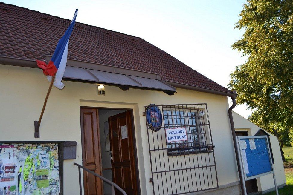 Holubovští mají možnost podpořit svým hlasem kandidáty na obecním úřadě. Vybrat si mohou ze dvou stran.