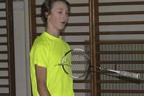 Křemežský mladíček Petr Beran (na snímku z domácích kurtů) potvrdil i při druhém celostátním turnaji patnáctiletých v severočeském Mostu neotřesitelnou pozici české žákovské jedničky.