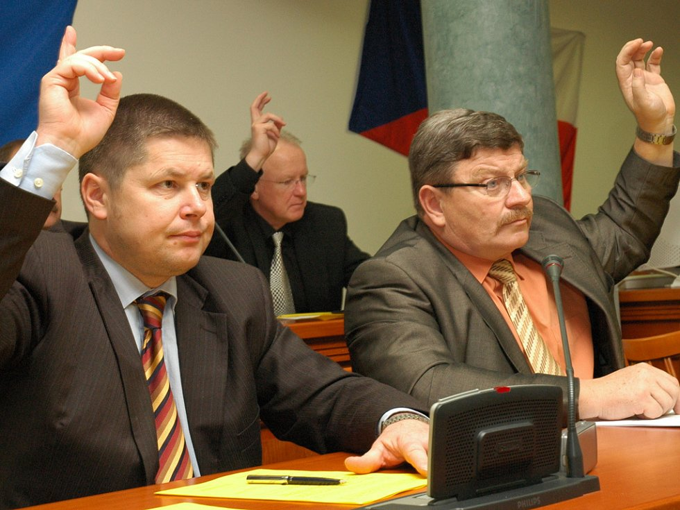 Hlasování bývá nedílnou součástí zasedání zastupitelstev.
