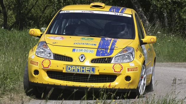 Nejlepšího umístění z našich domácích posádek při 40. Rallye Český Krumlov dosáhli Jiří Trojan a Eva Trojanová na Renaultu Clio R3 (na snímku z trati RZ 14), kteří v konečném hodnocení skončili na 22. místě absolutně a čtvrtí ve své třídě.