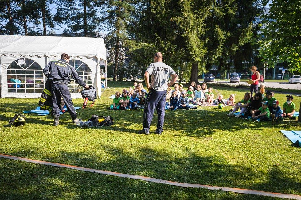 První příměstský tábor s názvem Letem ENGEL světem si užívaly děti v uplynulém týdnu ve firmě ENGEL strojírenská v Kaplici.