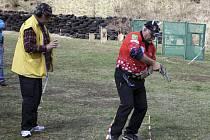 První kolo letošního pistolového seriálu Eggenberg Cupu přilákalo na domoradickou střelnici bezmála sedm desítek střelců (na snímku Lumír Šafránek).