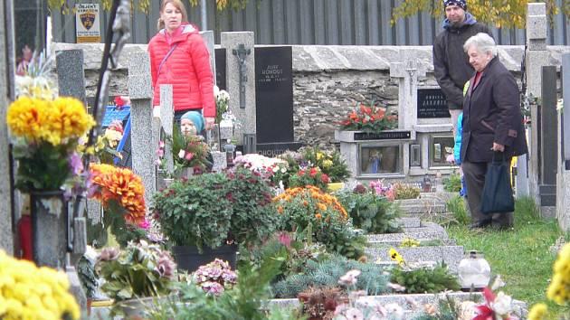 Hřbitov ve Velešíně.